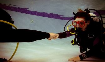 maximum-scuba-diving-classes-pool-2012-2-11-05-by-daniela002-335x200